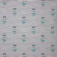 Licht grijze gestreepte tricot met munt kleurige konijntjes