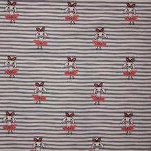 Licht grijze gestreepte tricot met roze konijntjes
