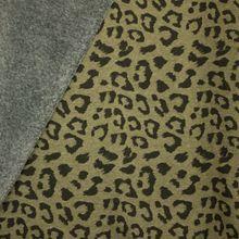 Kaki gemeleerde sweaterstof met pantervlekken, achterkant grijs pelsje