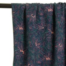 Blauwe Viscose met Groene Blaadjes en Zachtroze Bloemen van Atelier Jupe