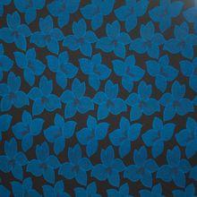 Zwarte viscose  tricot met blauw bloemenmotief