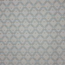 Fijn breitje met geometrische motief in wit, lichtblauw en zilveren glitter