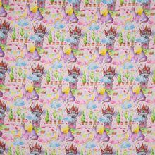 Roze gewatteerde sweaterstof met veelkleurig sprookjes motief