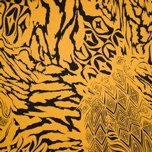 Okergele viscose met zwarte abstracte print