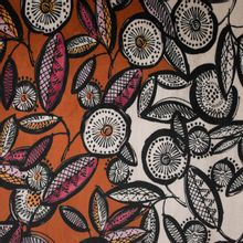 Rekbare roestkleurige nicky velours met bloemen van 'La Maison Victor'