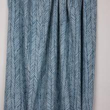 Blauwe rekbare badstof met visgraatmotief van Miss Doodle