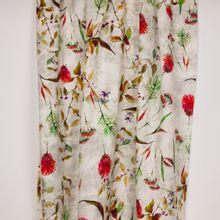 Ecru linnen / rayon met planten en bloemen