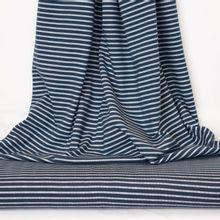 Donker blauwe tricot met witte strepen