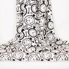 Witte katoen met klassieke klokken en sleutels