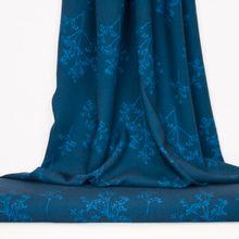 Blauwe viscose met takjes en blaadjes van About Blue