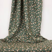 Groene viscose Windy Cedar van Atelier Brunette