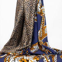 Donkerblauwe Tricot met Luipaard, Achterzijde met Luipaard Patroon