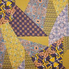 Polyester Satijn met Sierlijke Print