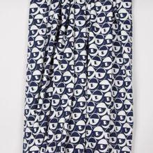 """Rekbare katoen met abstract motief in donkerblauw / wit van """"Burda Style"""""""