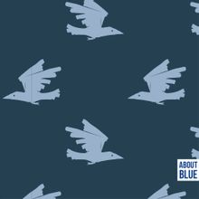 "Blauwe french terry met lichblauwe vogels ""Birds Are Coming"" van About Blue Fabrics"