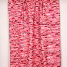 Witte tricot met rode onregelmatige strepen