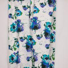 Italiaanse witte piqué katoen met blauwe bloemen van 'Alta Moda'