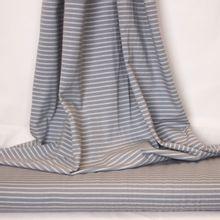Grijze tricot met witte strepen