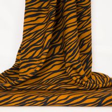 Oker viscose met zwarte zebra-strepen