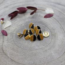 Knoopjes 9 mm 'Wink black ochre' van Atelier Brunette