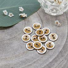 Knoopjes 10 mm 'Halo Ochre' van Atelier Brunette